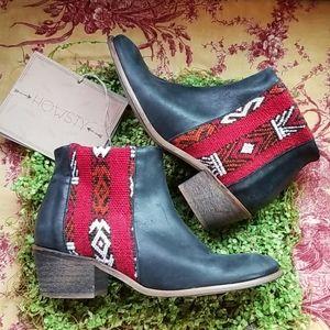 HOWSTY kilm wool handcrafted black red Booties 37